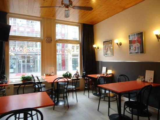 Hotel La Boheme: With a lovely view to a beatiful theatre and a nice street, you can have a snack at the hotel lo