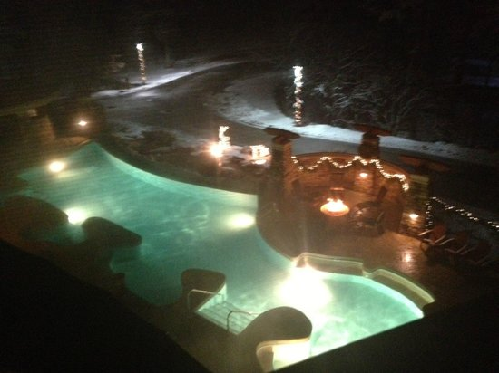 Sundara Inn and Spa: pool/fire pit view from our balcony!