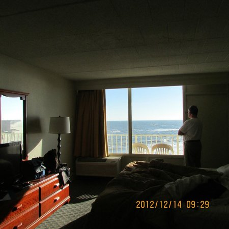 Comfort Inn South Oceanfront: large window ocean front balcony