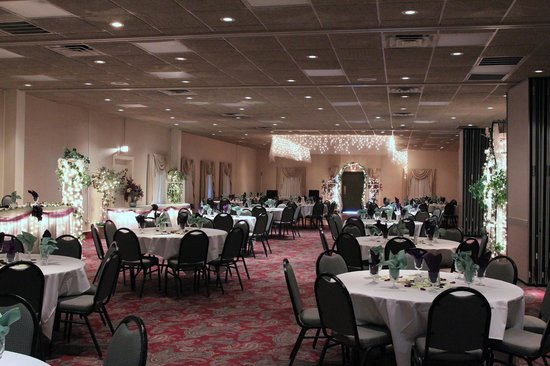 Americas Best Value Inn Janesville: Our GrandBallroom set up for a Reception.