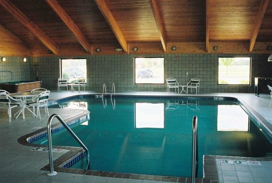 AmericInn Lodge &amp; Suites Manitowoc: Pool