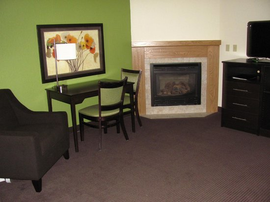 Crookston, MN: King fireplace suite