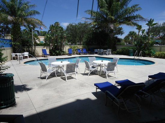 Holiday Inn Express Boca Raton-West: Pool Area