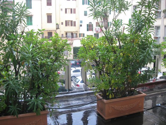 BEST WESTERN Grand Hotel Adriatico: Interno cortile (parking auto)visto da terrazzo ns.camera