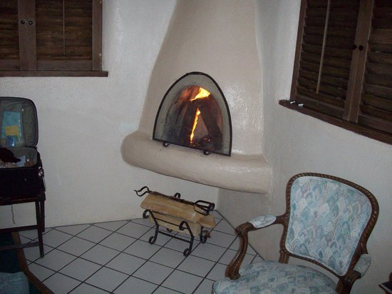 Historic Taos Inn: The horno fireplace that drew perfectly