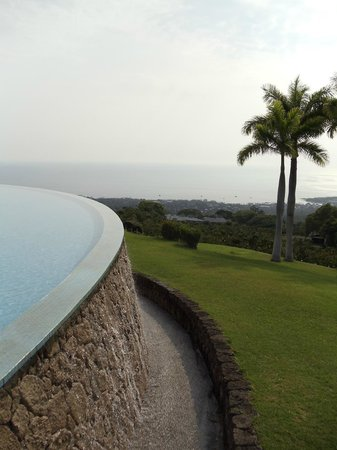 Holualoa, HI: edge of Mauka Meadows infinity pool with Pacific in the distance