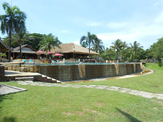 ‪‪Tanjung Lesung Bay Villas Hotel & Resort‬: Pool overlooking Beach and Sea. The sea is behind me..