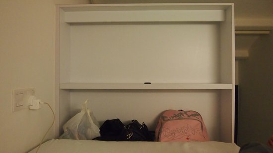 บังค์โฮสเทล: This is the small cabinet provided for each of the guest.