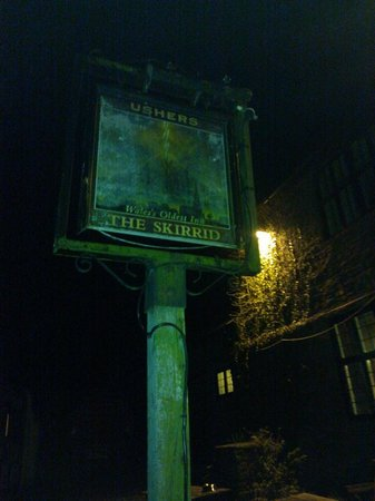Skirrid Mountain Inn: Pub sign