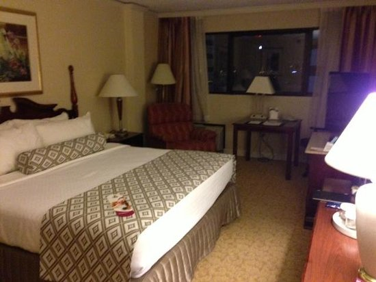 Crowne Plaza Knoxville: King Room