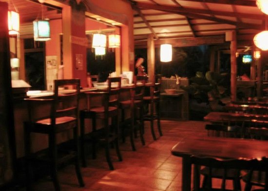 Casa Zen: Dining / communal area at night