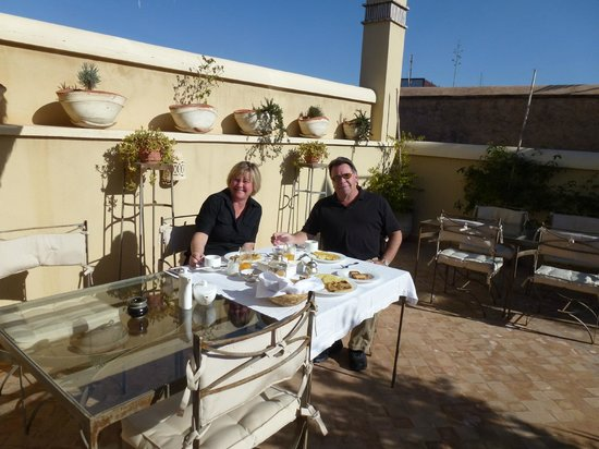 Riad Joya: Roof top deck, the staff will bring up breakfast if you ask.