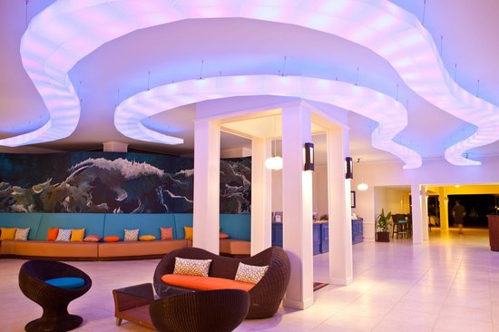 Sunscape Curacao Resort Spa & Casino - Curacao: New look at the main lobby