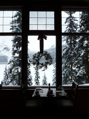 Emerald Lake Lodge: Lake view