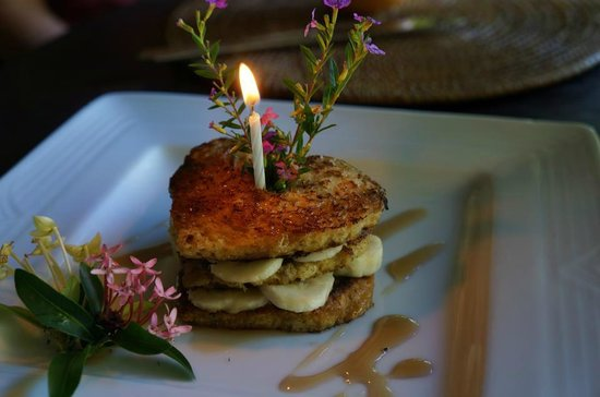 Latitude 10 Beachfront Resort, Santa Teresa: Our heart shaped banana pancakes on our weekiversary