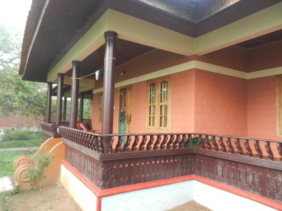 Ayurveda Yoga Villa: cottage side view