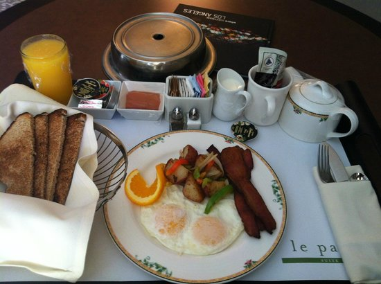 Le Parc Suite Hotel: Overpriced, but yummy