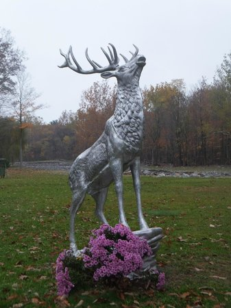 Catskill Mountain Lodge: Lodge Mascot Stag Sculpture