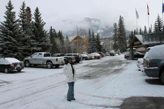 Radisson Hotel &amp; Conference Center Canmore : Front of the hotel view