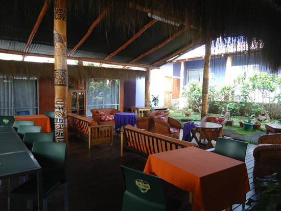 Kaimana Inn Hotel &amp; Restaurant: common area/breakfast area