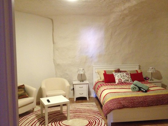 Underground Bed & Breakfast: ....an incredibly comfortable room