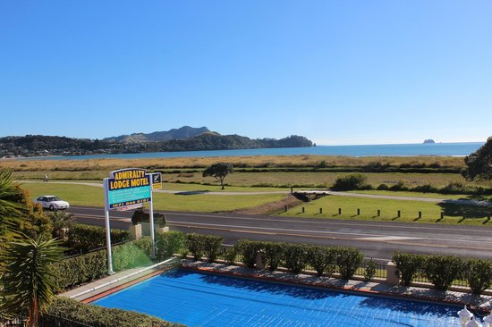 Admiralty Lodge Motel: This is the view from my first floor window