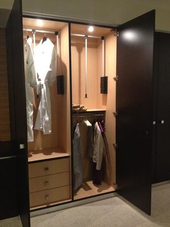 Hyatt Miami at The Blue: Closet