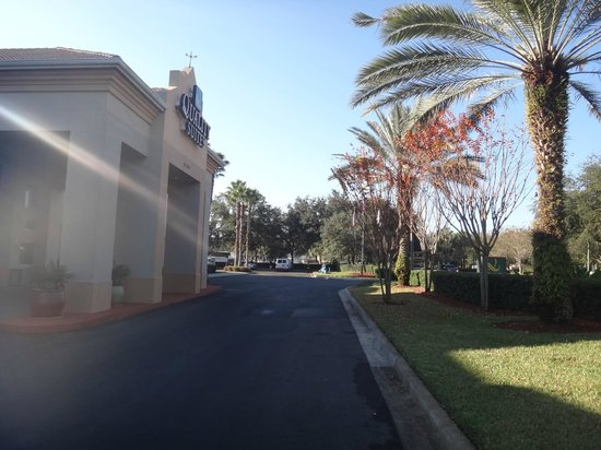 Quality Suites Lake Buena Vista: entrada do hotel