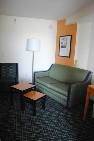 Fairfield Inn & Suites by Marriott Titusville Kennedy Space Center: Living Area