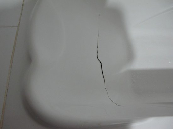  : Broken bathtub