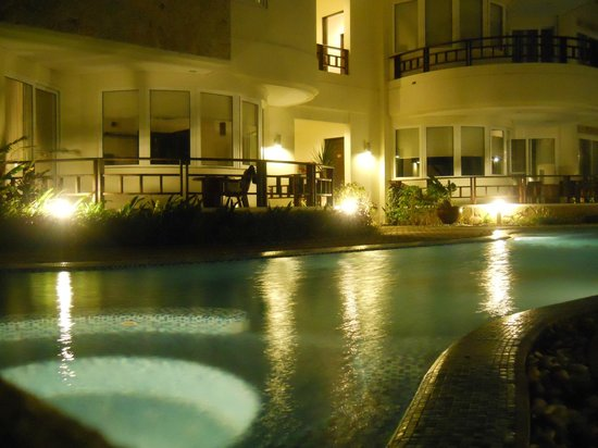 7Stones Boracay Suites: Swimming pool