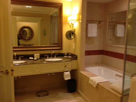 Step down into 39 living 39 area picture of the venetian for Venetian hotel bathroom photos