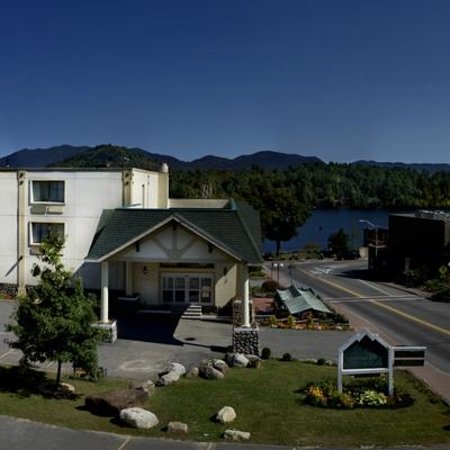 Lake Placid Summit Hotel: rooms looking at hotel and Main street