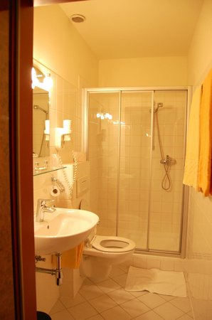 Pension Residenz: bathroom was clean