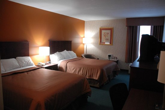 Timmins Inn & Suites: Main Floor Double Room