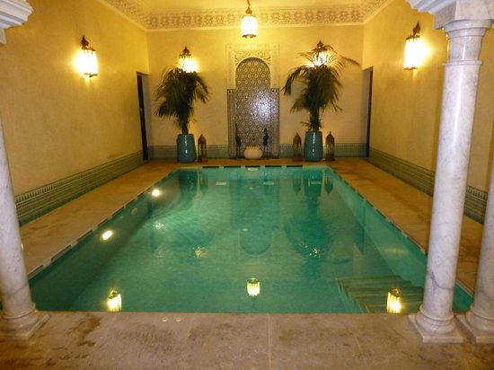 Riad Kniza: indoor pool
