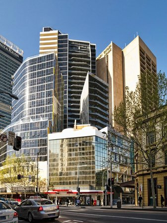 Meriton Serviced Apartments Campbell Street: Building Exterior