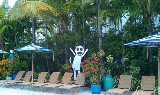 Parrot Key Hotel and Resort: Pool side besides the cafe