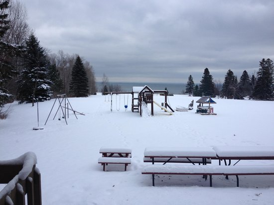 Lake Breeze Motel Resort: Winter at Lake Breeze