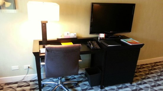 Hyatt Regency Schaumburg, Chicago: Room work desk