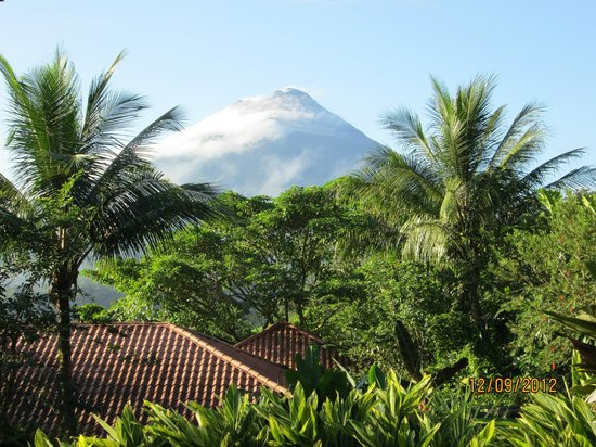 The Springs Resort and Spa: The view of the volcano