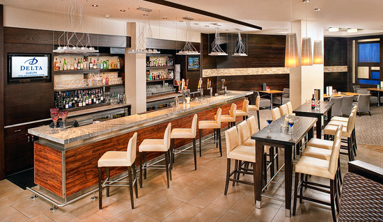 Delta Guelph Hotel & Conference Centre: Fifty West Bar
