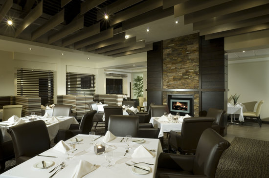 Delta Guelph Hotel & Conference Centre: Fifty West Restaurant