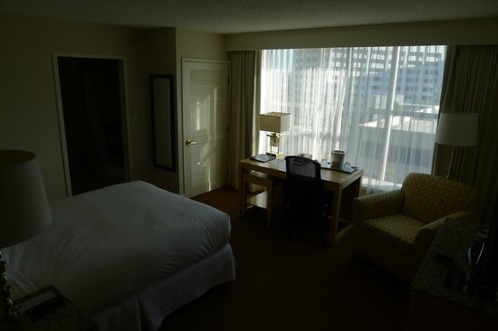 Hilton Los Angeles North/Glendale & Executive Meeting Ctr: room