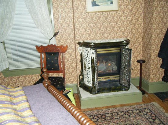 Adamstown Inns & Cottages: Kept us nice and toasty during our January stay!