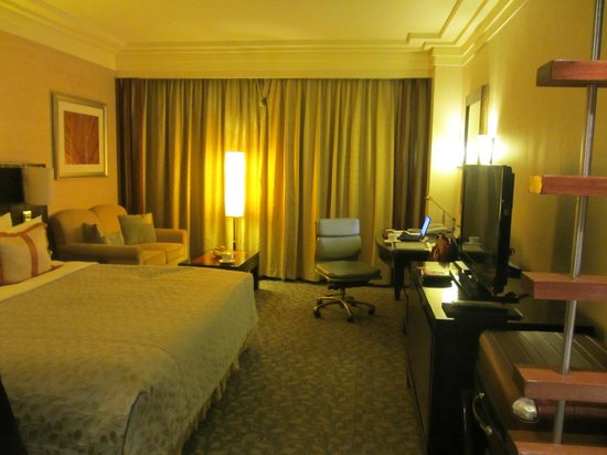 Edsa Shangri-La: Horizon Club room, but fairly basic, darn