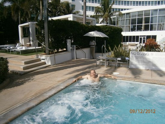 Fontainebleau Miami Beach: pool area, jacuzzi
