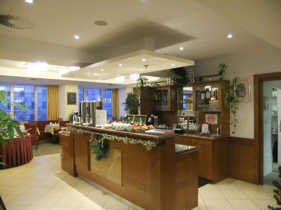 Ramada Prague City Centre: Dining room