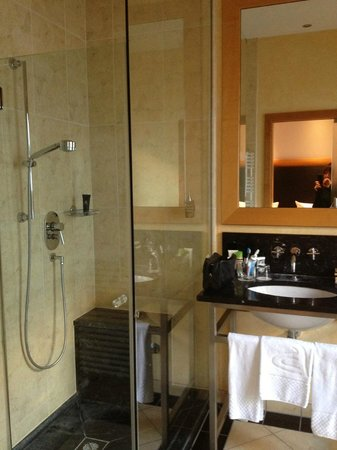 Anna Hotel : A big bathroom with rain shower