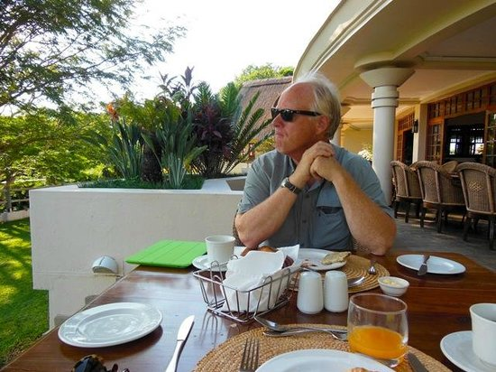 Ilala Lodge: Breakfast on the veranda..watching the birds